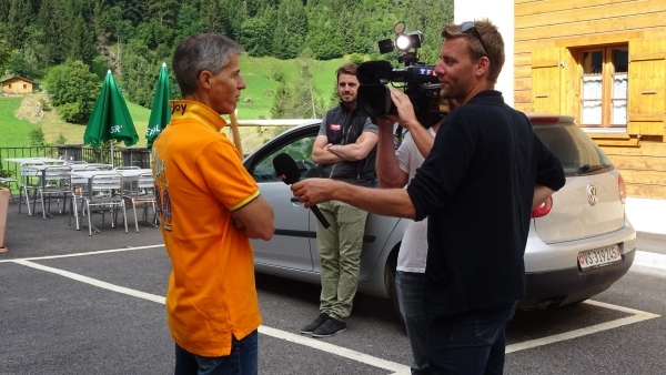 TF1 TV crew at La Vallée for a documentary on MTB